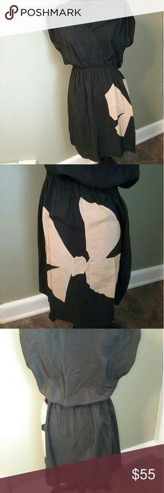100% silk petticoat alley dress Looks frumpy on the thing but I swear it looks beautiful on Like new,  no flaws  Bust 18in Length 32in 100% silk petticoat alley Dresses Midi