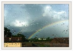 Arcobaleno dietro ad un vetro