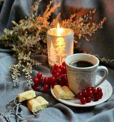 Coffee Photos, Coffee Pictures, I Love Coffee, Coffee Break, Coffee Aroma, Cute Christmas Wallpaper, Christmas Gifts For Girlfriend, Christmas Coffee, Xmas