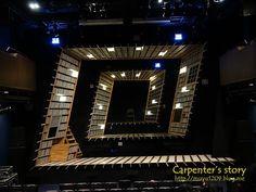 """기다리고 기다리시던 대학로 뮤지컬 """"마마 돈 크라이""""의 무대설치 타임랩스 영상을 준비하였습니다..ㅋ 앞전 포스팅에서 기대감을 증폭시켰기 때문에 영상제작에도 무척 공을 드렸습니다.우... Set Design Theatre, Stage Design, Scenography Theatre, Ghost Light, Principles Of Design, Scenic Design, Facade Design, Stage Lighting, Staging"""