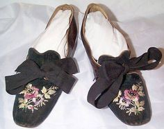 Embroidered black velvet and bronzed kid leather shoes with ribbon bows, c. late They foreshadow the styles of the with decorated vamps and a heel. Antique Clothing, Historical Clothing, Victorian Shoes, Victorian Era, Vintage Shoes, Vintage Outfits, Civil War Dress, Thing 1, Miu Miu Ballet Flats