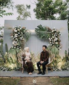 Wedding Backdrop Design, Wedding Stage Design, Wedding Reception Backdrop, Wedding Stage Decorations, Engagement Decorations, Ceremony Backdrop, Javanese Wedding, Indonesian Wedding, Muslimah Wedding