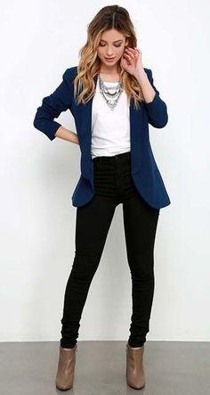 Blue blazer. Yes. #interviewoutfits #estilochic