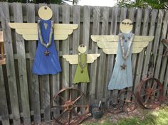 Items similar to Rustic Wooden Garden Angel - Garden Decoration on Etsy Christmas Wood, Christmas Crafts, Shutter Angel, Angel Garden, Wooden Angel, Garden Whimsy, Angel Crafts, Fence Art, Outdoor Crafts