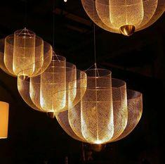 Meshmatics Chandelier- Rick Tegelaar para Moooi - All For Decoration Luxury Lighting, Unique Lighting, Lighting Design, Custom Lighting, Light Art, Lamp Light, Light Fittings, Light Fixtures, Restaurant Lighting
