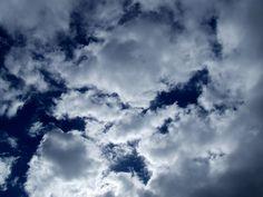 El cielo de esta mañana tiene el color del ayer.