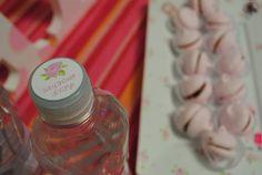 Detalles personalizados y merenguitos en el baby shower http://antonelladipietro.com.ar/blog/babyshower-rosa-delicado/