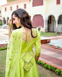 Embrace a look of grace and elegance wearing the Cotton Green Gotapatti work Suit Set. Crafted in intricate gotapatti work detailing, this flared green cotton Kurti has glam written over it. Kurti Back Neck Designs, Simple Kurta Designs, Neck Designs For Suits, Kurta Neck Design, Sleeves Designs For Dresses, Kurta Designs Women, Blouse Designs, Neckline Designs, Indian Fashion Dresses