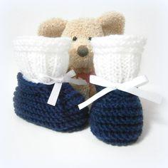 Chaussons bébé tricotés bleu marine et blancs 0/3 mois Tricotmuse : Mode Bébé par tricotmuse
