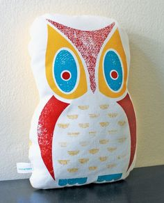 Owl pillow Owl Books, Presents For Teachers, Owl Pillow, How To Make Pillows, In Loving Memory, Craft Party, Art Forms, Food Art, Screen Printing