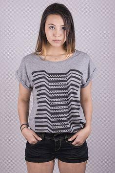 "T-shirt top YunDoo ""Distortion W"" / Imprimé graphique rayures et pois (stripes and dots graphic print) / Coupe droite (straight cut) / Encolure bateau (boat neck) / 85% coton 15% viscose (cotton and viscose)"