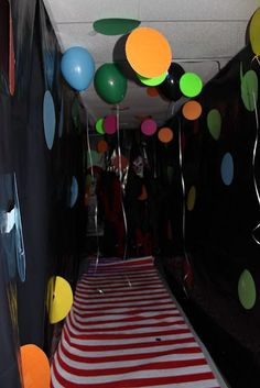 Carnival Haunted House Posted by Provo City Events at AM Halloween Clown, Clown Party, Halloween Tanz, Casa Halloween, Halloween Karneval, Diy Halloween Decorations, Halloween Office, Halloween Witches, Diy Halloween Maze