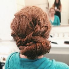 Messy + simple  #someclaudiagirl #bridalhair