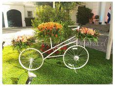 Bicicletas de fierro con flores Flores y Piedras www.floresypiedras.cl