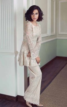 Here are the latest party wear short frock designs with sharara, gharara, cigarette pants, capri and trousers. Get your new style short frock designs for party. Summer Frock Designs, Party Wear Frocks Designs, Pakistani Frocks, Pakistani Outfits, Pakistani Bridal, Short Frocks, Party Kleidung, Party Dresses For Women, Bridal Dresses