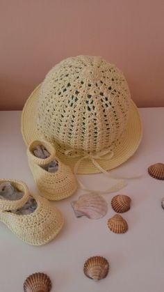 Cappello e scarpette  per bambina fatte interamente a mano cotone e filo firmate borseefilati crochet ganchillo knitting uncinetto cappello estivo