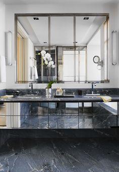 mueble bajo lavabo de espejo para baño principal. Aunque la forma sería en forma de U invertida en campaspero, pero los cajones serían así.