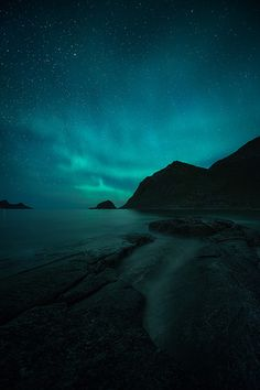 5 Tips for Photographing the Northern Lights Starry Night Sky, Night Skies, Sky Gazing, Natural Phenomena, Extreme Weather, What Is Tumblr, Trending Topics, 16th Century, Norway