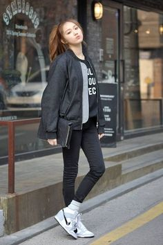 Lee Sung Kyung for Korean Street Fashion Korean Fashion Styles, Korean Street Fashion, Korea Fashion, Kpop Fashion, Asian Fashion, Girl Fashion, Korean Outfits, Mode Outfits, Kpop Mode