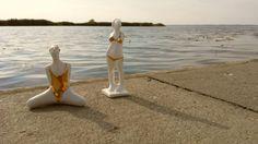 Porcelanowa figurki pływaczki i bikini Projekt: Natalia Gruszecka Zdjęcia telefonem: LUMANNdesign.com