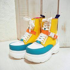 ヨースケ YOSUKE [先行予約]厚底スニーカー (マルチコンビ)-靴&ファッション通販 ロコンド〜自宅で試着、気軽に返品 Kawaii Shoes, Kawaii Clothes, Sneakers Fashion, Fashion Shoes, Fashion Outfits, Cute Shoes, Me Too Shoes, Neue Outfits, Fashion Design Drawings