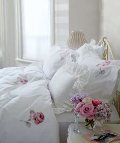 love the posy which brings to life the roses on the bedding