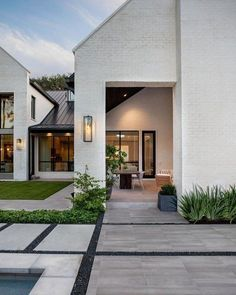 Best Small Modern Home Design Ideas On A Budge - There's something that's just plain appealing about having a modern home with modern furniture. In recent years, modern home design and decor has seen. Modern House Design, Home Design, Modern Minimalist House, Modern Style Homes, Modern Houses, Japanese Modern House, Modern Backyard Design, Modern Family House, Beautiful Modern Homes
