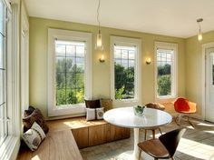 Window seating. Traditonal Sunroom Design, Pictures, Remodel, Decor and Ideas - page 16