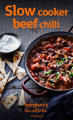 This slow-cooker beef chilli is an ideal winter warmer, perfect to make on a lazy Sunday. Pop all of Chilli Recipes, Beef Recipes, Cooking Recipes, Healthy Recipes, Chilli Beef Recipe, Beef Meals, Healthy Cake, Slow Cooking, Healthy Dinners
