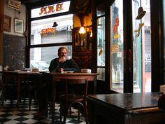 Los icónicos cafés. | 28 Motivos por los que vivir en Buenos Aires te arruina la vida