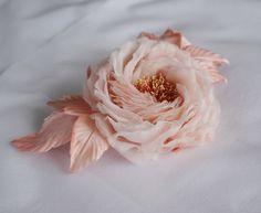 """Broche/pinces a cheveux - fleur """"Rose"""" en soie fait main : Broche par magie-des-fleurs"""