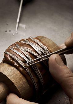 Diamonds-setting on the gold links
