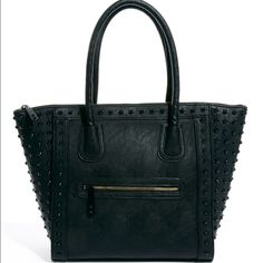 Black Aldo purse Not my style anymore. Nothing wrong with it. L 14-16 inches. W 5 inches. Depth 12 inches ALDO Bags