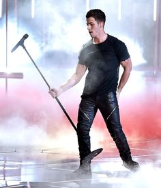 Nick Jonas, one of the stylish Hollywood celebrities owns black as his own. Let's look into 20 times when Nick Jonas rocked his outfits in black. Nick Jonas, Tight Leather Pants, Leather Jeans, Jonas Brothers, Raining Men, Attractive Men, Show, Photos Du, Hot Boys