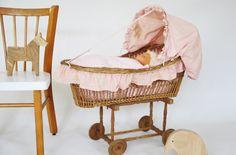 Berceau de poupée vintage leshappyvintage.fr