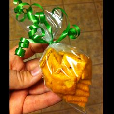 "I saw a cute ""carrot"" pin using Cheetos in what looked like an icing bag used for cake decorating. I LOVED the idea but I really like to be creative with what I have in the house. So I snipped the top and one side of a sandwich ziplock bag, poured in some Cheeze-its and tied it up with a ribbon. The perfect Easter munchkin snack."