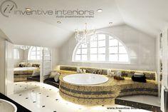 Projekt łazienki Inventive Interiors - łazienka ze skosami z okrągłą wanną w złotej mozaice