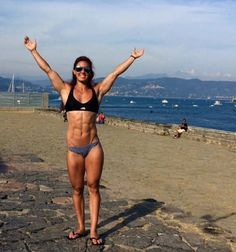 Kim Chartrand : SkinnyWithAbs