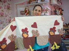 Resultado de imagen para bando de galinhas patchwork Cute Crafts, Crafts To Do, Hobbies And Crafts, Arts And Crafts, Quilt Block Patterns, Pattern Blocks, Quilt Blocks, Chicken Crafts, Chicken Art