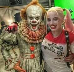 Is this how the whole Harley Quinn x pennywise thing started Joker Und Harley Quinn, Harley Quinn Drawing, Harley Quinn Cosplay, Margot Robbie Harley, Pennywise The Dancing Clown, Maquillage Halloween, Halloween Disfraces, Halloween Kostüm, Scary Movies