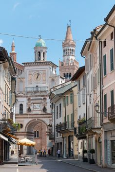 Torrazzo, arch of Town hall, Crema, Lombardy, Italy Palacio Imperial, Places To Travel, Places To Visit, Colorado, Italy Summer, Living In Italy, Excursion, Northern Italy, Travel Aesthetic