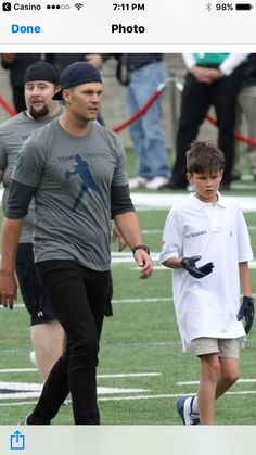 Tom Brady Goes Into Full Dad Mode While Playing Football With Son Jack Tom Brady Son, Tom Brady And Gisele, Champions Of The World, New England Patriots Football, Boston Sports, Gisele Bundchen, Team Photos, Team Leader, Sons