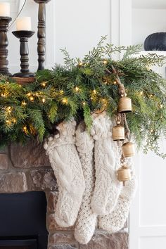 Christmas Mantel Garland, Diy Christmas Decorations, Christmas Mantels, Christmas Crafts, Fireplace Garland, Christmas Fireplace Mantels, Fireplace Decorations, Cozy Fireplace, Christmas Stockings