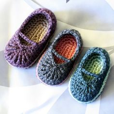 "So cute! Baby Mary Jane ""Skimmers"" by Sylvia Shuchardt (This is a crochet pattern) i like these colors"