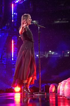 Taylor Swift Played Her Entire Set in the Rain, and the Photos From the Concert Are Amazing Taylor Swift Hot, Estilo Taylor Swift, Photos Of Taylor Swift, Taylor Swift Gallery, Taylor Swift Facts, Taylor Swift Concert, Taylor Swoft, Taylor Swift Wallpaper, Celebrity Photos