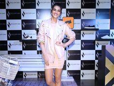 Kriti Sanon Proves To A Bonafide Fashionista At Skechers Event Katrina Kaif Hot Pics, Skechers, Latest Fashion, Personal Style, Bollywood, Duster Coat, Celebs, Jackets, Celebrities