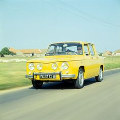 Yellow Renault 8 ~ we had this car I hated it. Thought it was the ugliest car EVER. Luckily before I drove we got rid of it. Maserati, Bugatti, Ferrari, Automobile, 1960s Cars, The Golden Years, Road Rage, Limousine, Collector Cars