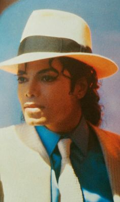 give me butterflies inside Michael. Photos Of Michael Jackson, Michael Jackson Bad Era, Michael Love, Guinness, Invincible Michael Jackson, Michael Jackson Smooth Criminal, Rock And Roll, Pixel Art, Jackson Music