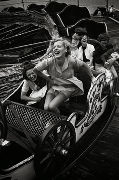 "Tomorrow, August celebrates that classic amusement park thriller, the roller coaster. To honor National Roller Coaster Day, we're looking back with 10 chic vintage photos, from the early ""Montagnes Russes"" (Russian Mountains) to Grace Kelly's Coney Is Vintage Versace, Vintage Dior, Mode Vintage, Vintage Vogue, Vintage Beauty, Vintage Hollywood, Vintage Black, Vintage Pictures, Old Pictures"