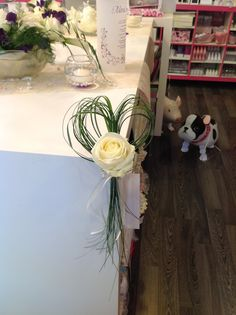 Legend 30 Inspirational Ideas Decoration Golden Wedding … – World of Flowers Romantic Wedding Flowers, Wedding Flower Arrangements, Floral Arrangements, Pew Decorations, Church Wedding Decorations, Diy Wedding, Rustic Wedding, Wedding Day, Deco Floral